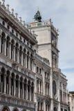 St标记Clocktower在威尼斯是一个早期的新生大厦 免版税图库摄影