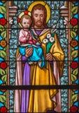 从st海伦教会窗玻璃的Trnava -圣若瑟从19的 分 库存照片