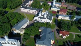 St索菲娅大教堂在诺夫哥罗德克里姆林宫,晴朗的6月天天线 俄国 股票视频