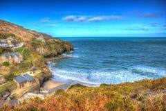 St艾格尼丝在Newquay和圣Ives之间的康沃尔郡英国五颜六色的HDR的 免版税库存照片