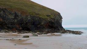 St艾格尼丝海滩在康沃尔郡-一个冲浪者天堂在英国 影视素材