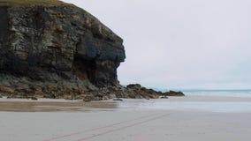 St艾格尼丝海滩在康沃尔郡-一个冲浪者天堂在英国 股票录像