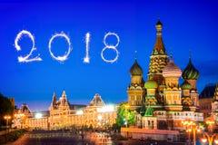 St蓬蒿红场的` s大教堂在晚上, 2018烟花,莫斯科,俄罗斯 库存照片