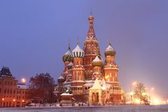 St蓬蒿红场的` s大教堂在莫斯科 抽象分数维图象晚上冬天 免版税库存照片