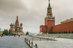 St蓬蒿` s大教堂和红场在莫斯科 库存图片