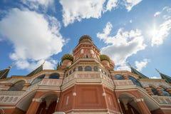 St蓬蒿` s大教堂的侧视图在一个晴天 库存图片