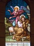 St-ängel som talar till Joseph målat glassfönster av kyrkan Royaltyfria Bilder