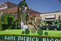 ST Πάτρικ που ευλογεί το πλήθος, παρέλαση ημέρας του ST Πάτρικ, 2014, νότια Βοστώνη, Μασαχουσέτη, ΗΠΑ στοκ εικόνα