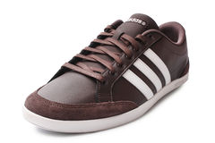 ST ΠΕΤΡΟΥΠΟΛΗ, ΡΩΣΙΑ - 15 Αυγούστου 2014: Αθλητικό παπούτσι της ADIDAS στο άσπρο υπόβαθρο Στοκ εικόνες με δικαίωμα ελεύθερης χρήσης