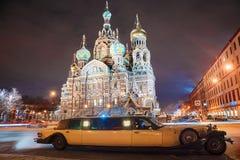 ST ΠΕΤΡΟΥΠΟΛΗ, ΡΩΣΙΑ - 9 ΙΑΝΟΥΑΡΊΟΥ: αναδρομικό limousine του Λίνκολν επιχείρησης αυτοκινήτων Στοκ Εικόνες