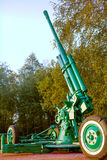 ST ΠΕΤΡΟΥΠΟΛΗ, ΡΩΣΙΑ - 7 Σεπτεμβρίου 2014: Πλάγια όψη αντιαεροπορικών πυροβόλων όπλων, σε ένα μνημείο Στοκ Φωτογραφίες