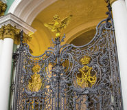 ST ΠΕΤΡΟΥΠΟΛΗ, ΡΩΣΙΑ - OKTOBER 26, 2014: Πύλη του χειμερινού παλατιού στην πόλη Αγία Πετρούπολη, Ρωσία Στοκ Φωτογραφία