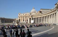st Италии peter rome s колоннады квадратный Стоковая Фотография