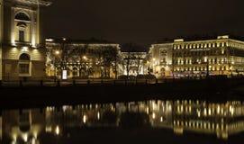 ST ПЕТЕРБУРГ, РОССИЯ, 14-ОЕ ДЕКАБРЯ 2015: взгляд города ночи Стоковое фото RF