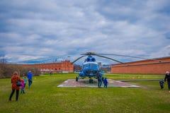 ST ПЕТЕРБУРГ, РОССИЯ, 17-ОЕ МАЯ 2018: Вертолет Mi-8TV RA-24100 AON Avia союзничества принимает против Стоковые Фото