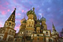 St. церковь базилика в Москве, взгляде ночи Стоковые Фото