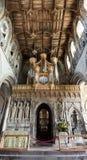 St戴维兹大教堂圣坛屏和天花板垂直全景 库存照片
