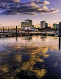 St戴维兹旅馆&温泉在日落反射了 库存图片
