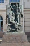 ST 彼得斯堡俄国 对巨大战争`俄国卫兵的一座纪念碑以维帖布斯克驻地为背景的 库存图片