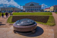 ST 彼得斯堡,俄罗斯, 2018年5月01日:在瓦西里岛唾液的交换大厦有金属结构的在字体 库存照片
