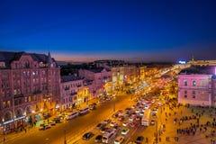 ST 彼得斯堡,俄罗斯, 2018年5月01日:在走在城市的涅夫斯基大道的观点的未认出的人民上有a的 免版税库存图片