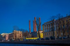 ST 彼得斯堡,俄罗斯, 2018年5月01日:大厦美好的室外看法在fontanka河的一边, XVIII的 免版税库存图片
