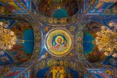 ST 彼得斯堡,俄罗斯, 2018年5月02日:天花板马赛克在基督的复活的大教堂里血液的  库存图片