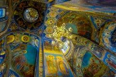 ST 彼得斯堡,俄罗斯, 2018年5月01日:天花板马赛克室内看法在基督的复活的大教堂里  免版税库存图片