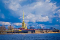 ST 彼得斯堡,俄罗斯, 2018年5月01日:彼得和保罗堡垒的室外看法是St原始的城堡  免版税库存照片