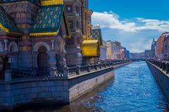 ST 彼得斯堡,俄罗斯, 2018年5月02日:救主的教会以Moyka河运河为目的,教会是一个  免版税库存照片