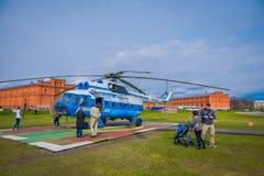 ST 彼得斯堡,俄罗斯, 2018年5月01日:直升机Mi8TV联盟Avia AON RA-24100离开反对 库存图片
