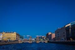 ST 彼得斯堡,俄罗斯, 2018年5月02日:罗蒙诺索夫桥梁室外看法在Fontanka河的,是最保存良好  免版税库存图片