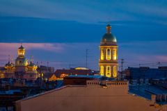 ST 彼得斯堡,俄罗斯, 2018年5月01日:Bykovo室外看法  上帝的母亲的弗拉基米尔象的教会 响铃 免版税图库摄影