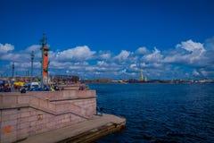 ST 彼得斯堡,俄罗斯, 2018年5月01日:有船嘴装饰的专栏在历史市中心,普遍的旅游地标,联合国科教文组织世界 图库摄影