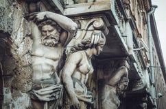 ST 彼得斯堡,俄罗斯- 2015年7月:艺术和文化的概念 雕刻详细的看法 美好的古色古香的雕塑 库存照片