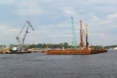 ST 彼得斯堡,俄罗斯- 2014年7月09日:停泊的建筑 库存照片