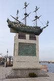 ST 彼得斯堡,俄罗斯- 2015年4月05日:彼得大帝波尔塔瓦船照片  免版税库存照片