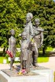 ST 彼得斯堡,俄罗斯- 2016年8月02日:战争的纪念碑孩子照片  免版税库存照片
