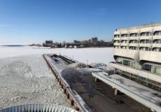 ST 彼得斯堡,俄罗斯- 2013年3月16日:海洋驻地海港大厦在行军的16日港口2013年在圣彼德堡,拉斯 库存照片