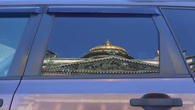 St以撒` s大教堂 在汽车的杯的反射 4K 影视素材