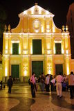 St.西班牙托钵僧的教会在Night,澳门之前。 免版税库存图片