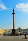Ρωσία, ST Πετρούπολη, τετράγωνο παλατιών. Στήλη του Αλεξάνδρου και κτήριο Γενικού Επιτελείου Στοκ φωτογραφία με δικαίωμα ελεύθερης χρήσης