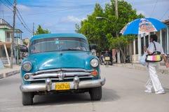 在st的哈瓦那,古巴- 2013 1月28日,经典美国汽车驱动 库存照片
