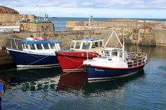 Шлюпки в гавани St Abbs, Berwickshire, Шотландии стоковое изображение rf