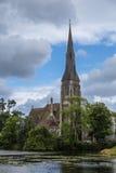 St Alban's Kerkhol engelske kirke met Meer in Kopenhagen, Denemarken Royalty-vrije Stock Foto