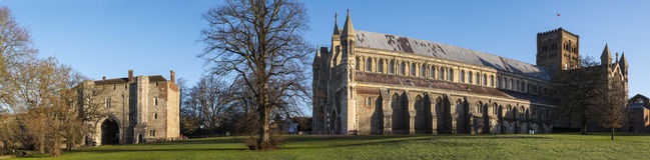 St Albans Abbey Gateway und St- Albanskathedrale Lizenzfreie Stockfotografie