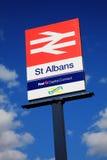 St Albans voorziet het Britse Spoor van wegwijzers Stock Foto's
