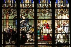 St. Aloysius Gonzaga, der erste Kommunion von den Händen des Heiligen Charles Borromeo empfängt Lizenzfreies Stockbild
