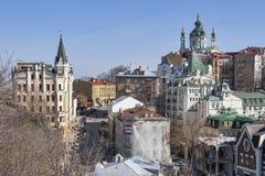 St Andrew Kerk en Andriyivskyy-Afdaling in Kiev, de Oekraïne stock foto