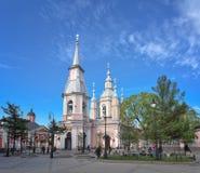 St- Andrew` s Kathedrale bei Vasilyevsky Island in St Petersburg, Russland lizenzfreie stockfotos